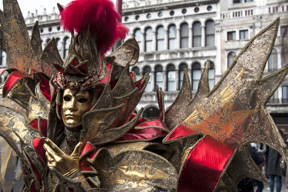 The magical atmosphere of the Venetian carnival 04
