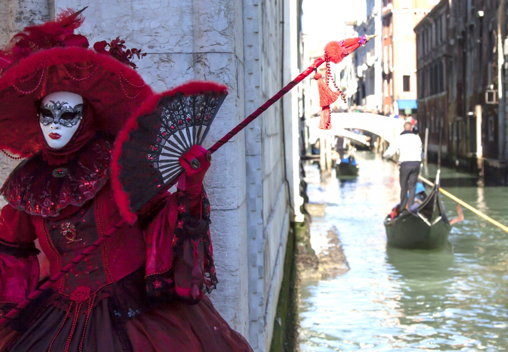 The magical atmosphere of the Venetian carnival 08