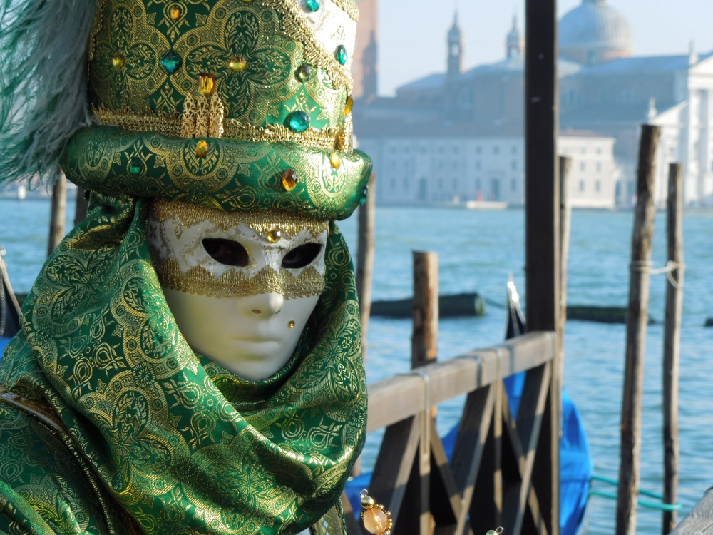 The magical atmosphere of the Venetian carnival 12