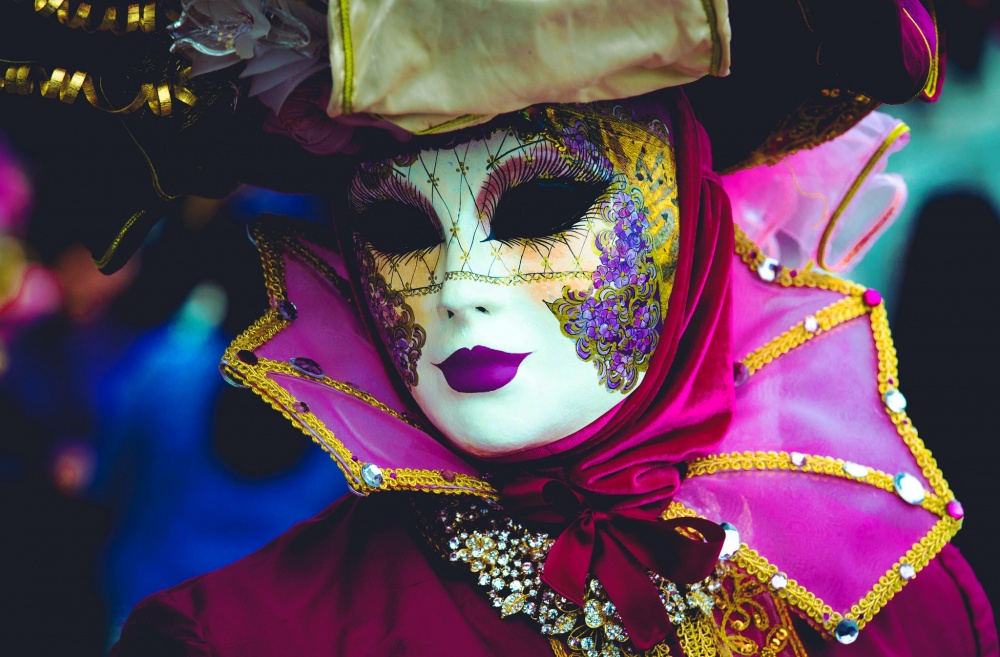 The magical atmosphere of the Venetian carnival 15
