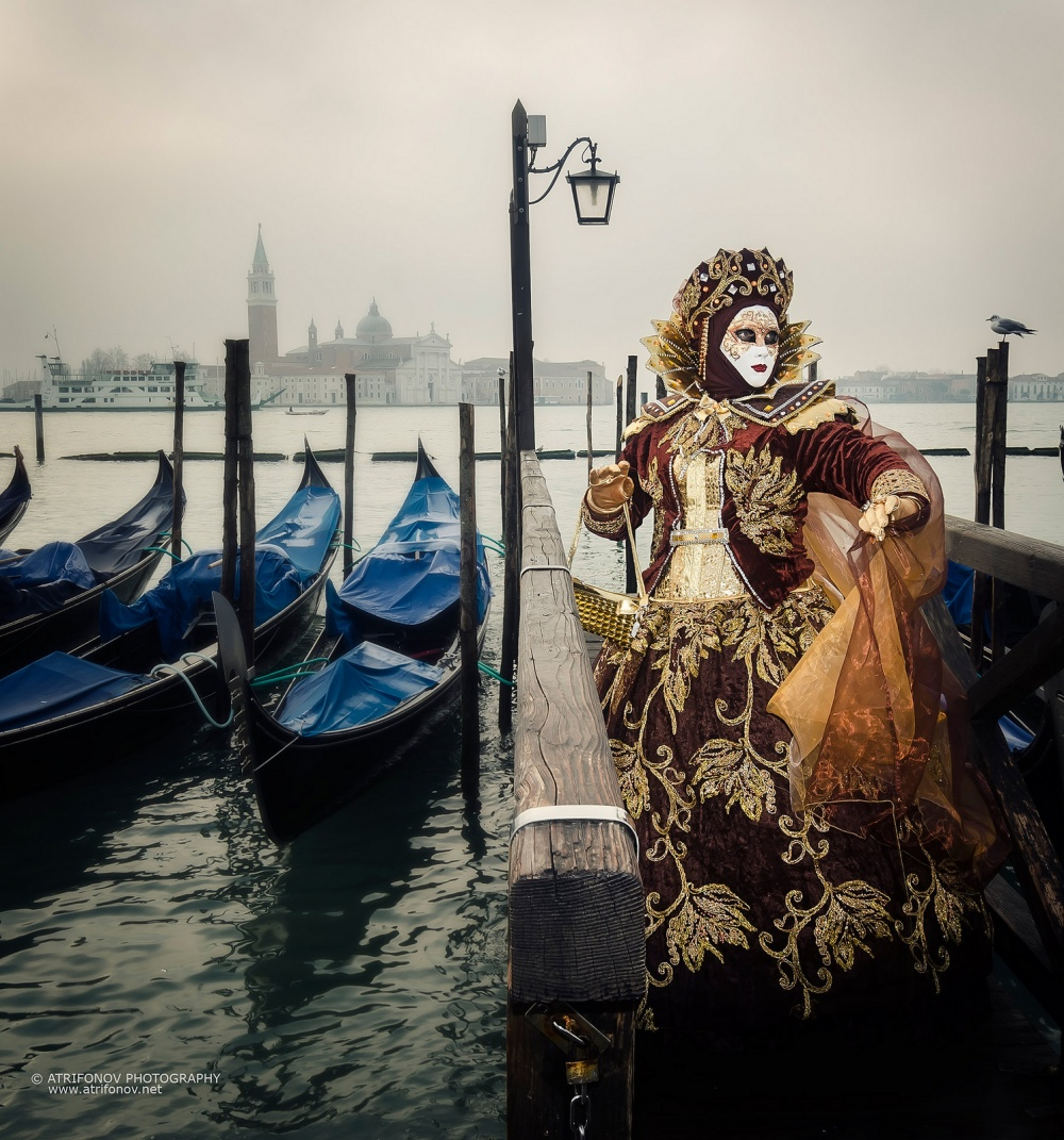 The magical atmosphere of the Venetian carnival 17
