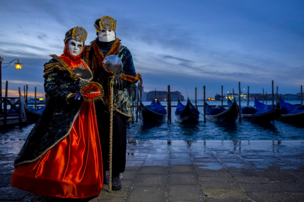 The magical atmosphere of the Venetian carnival 21