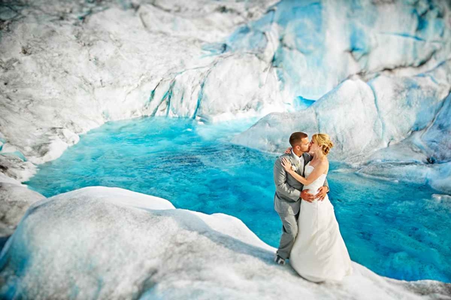 Wedding photos in a fantastic turquoise color, made on the glacier in Alaska 01