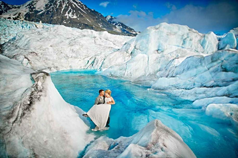 Wedding photos in a fantastic turquoise color, made on the glacier in Alaska 02