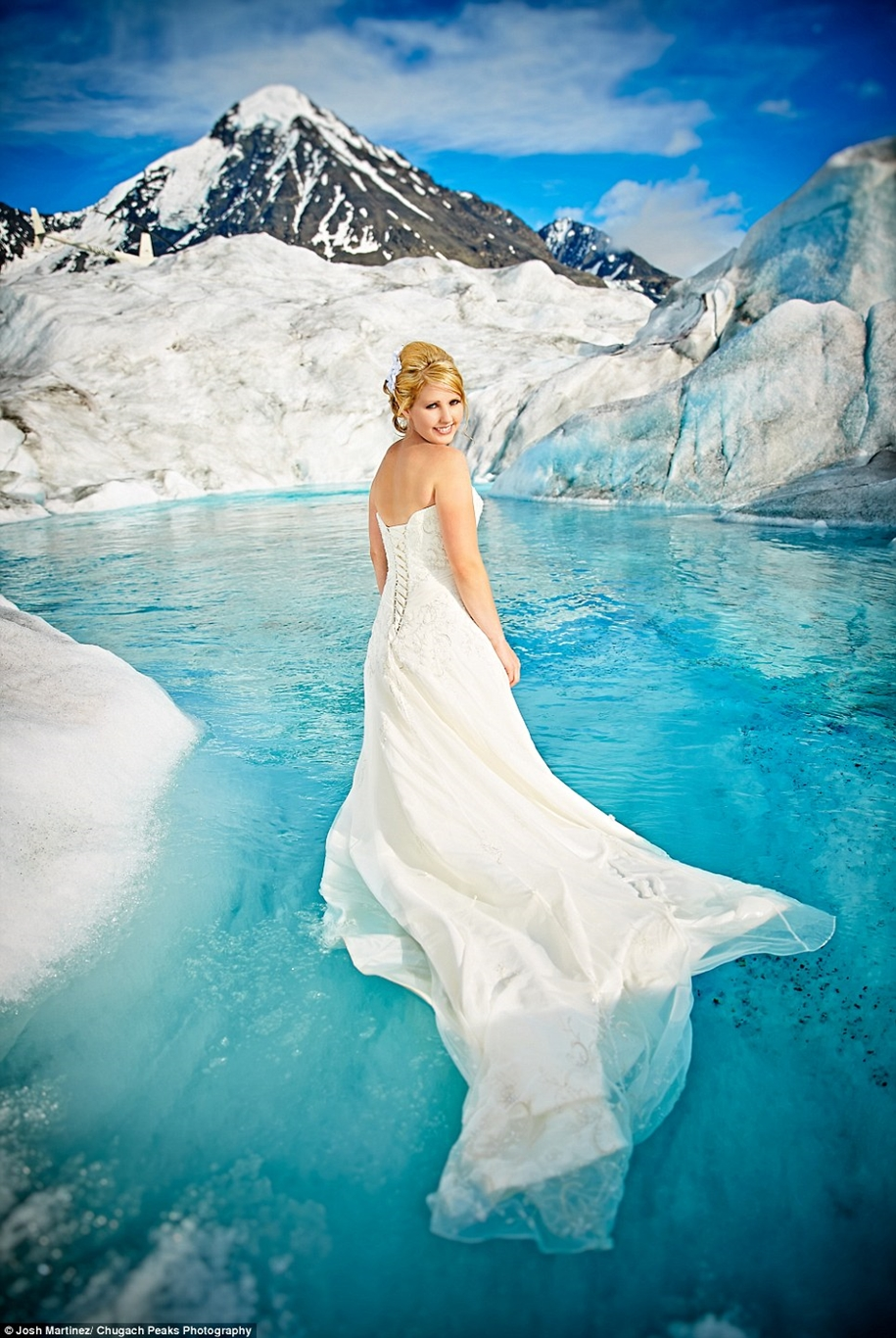 Wedding photos in a fantastic turquoise color, made on the glacier in Alaska 03