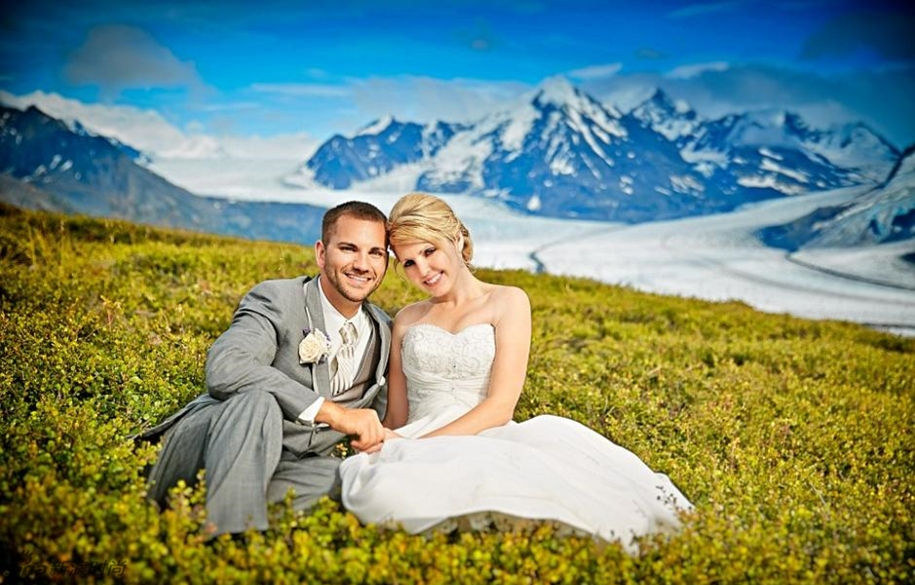 Wedding photos in a fantastic turquoise color, made on the glacier in Alaska 04