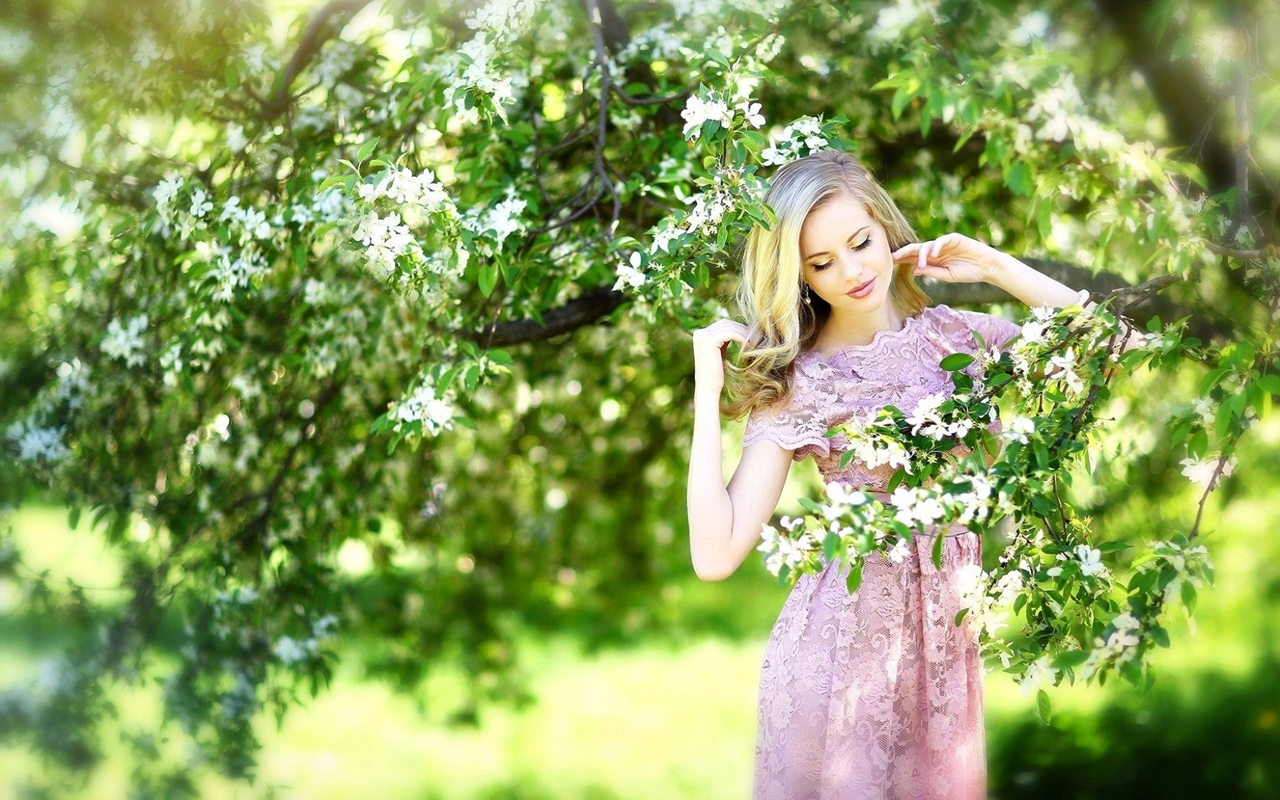 Beautiful spring portraits with beautiful girls 29