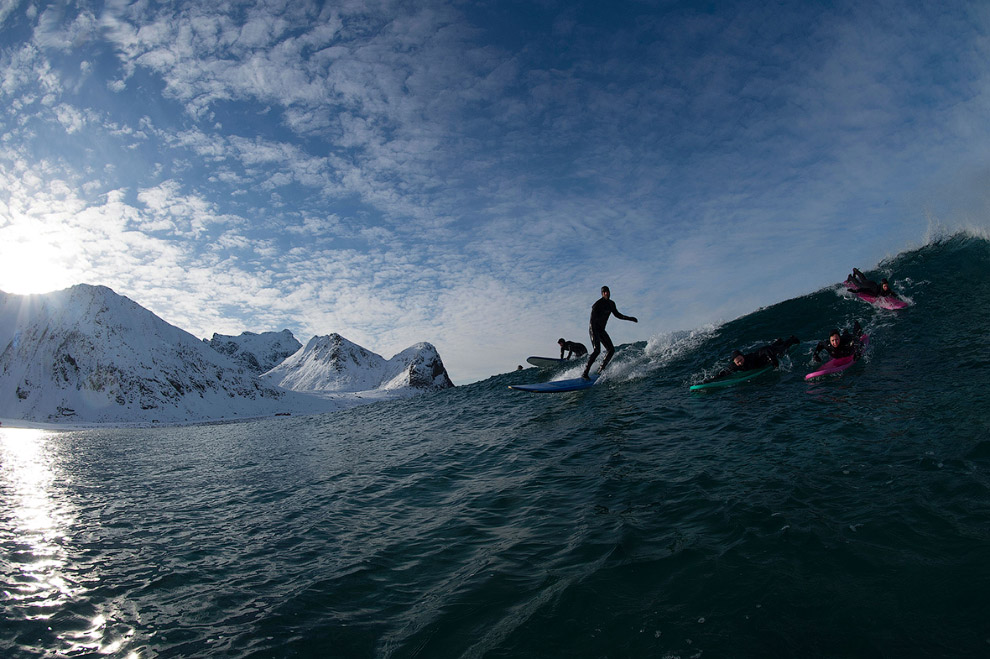 Extreme surfers in the Arctic 09