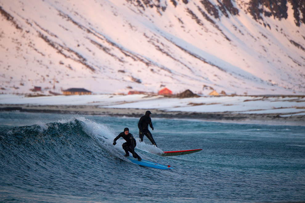 Extreme surfers in the Arctic 17