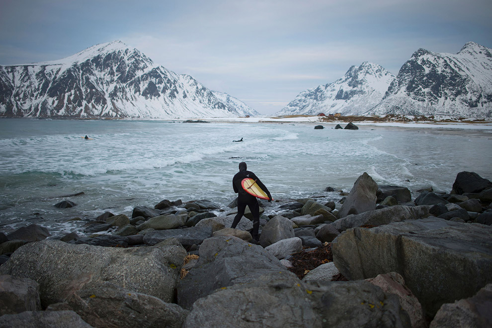 Extreme surfers in the Arctic 19