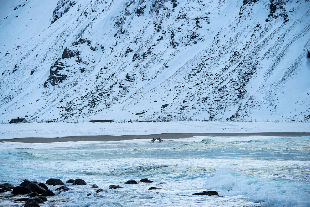 Extreme surfers in the Arctic 23