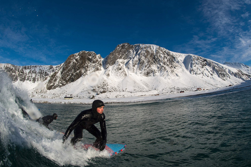 Extreme surfers in the Arctic 25