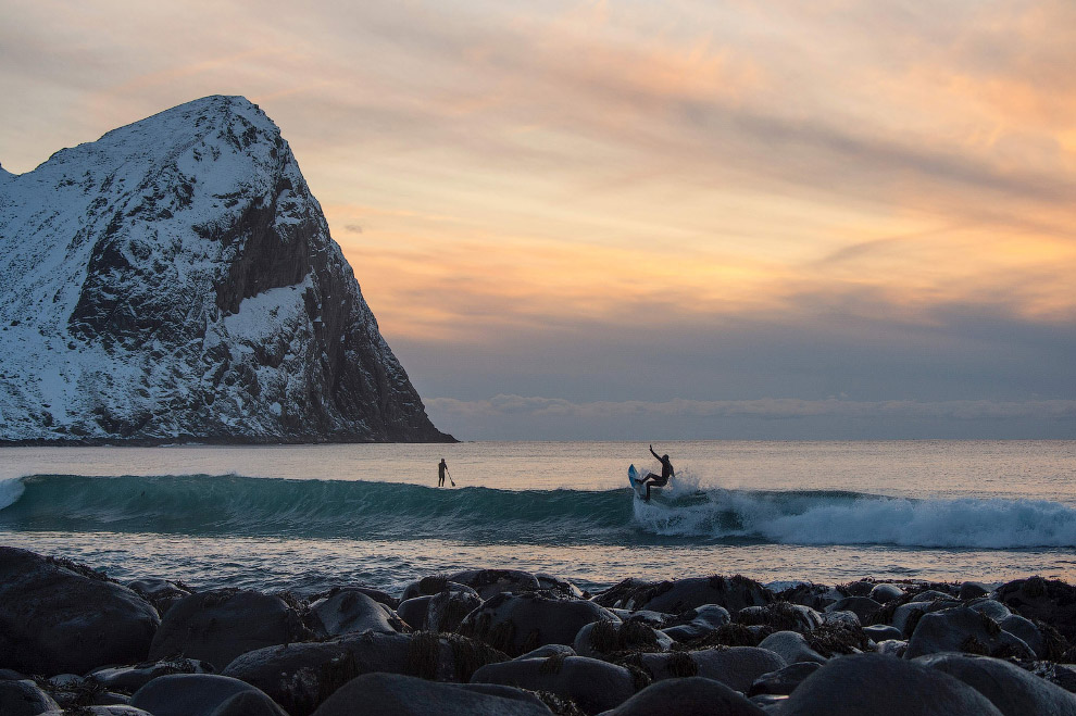 Extreme surfers in the Arctic 26