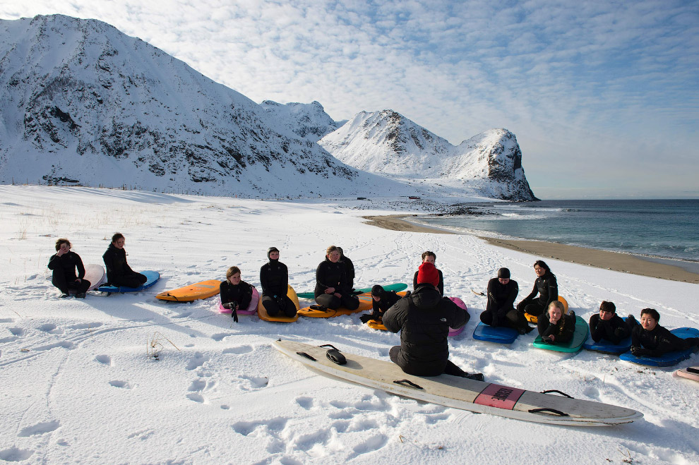 Extreme surfers in the Arctic 27