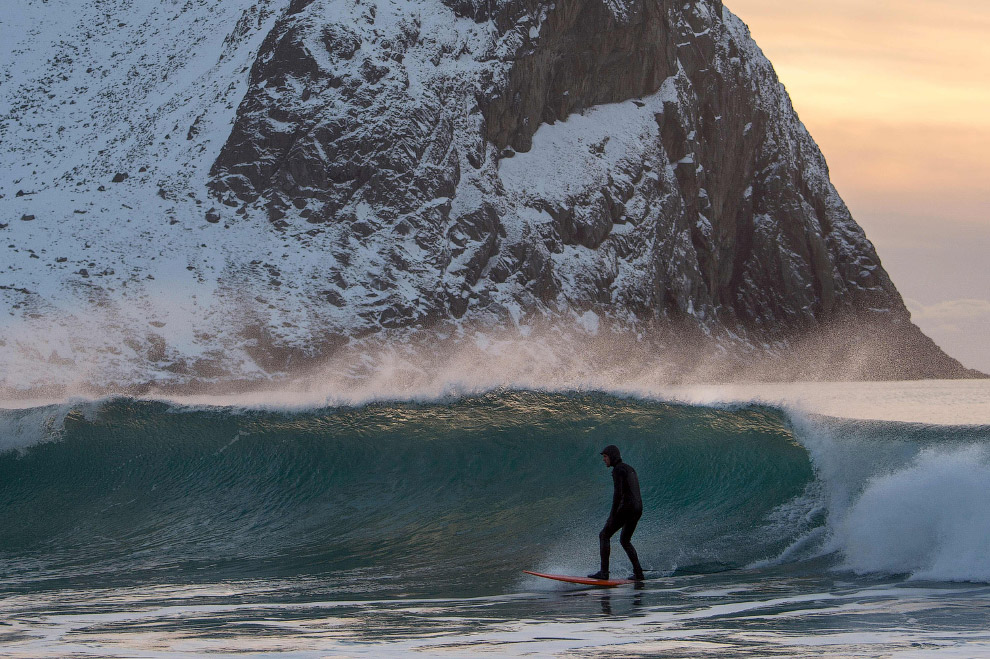 Extreme surfers in the Arctic 29