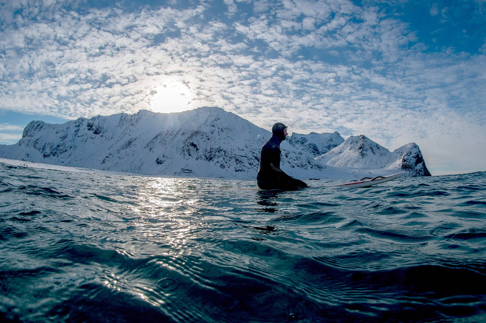 Extreme surfers in the Arctic 30