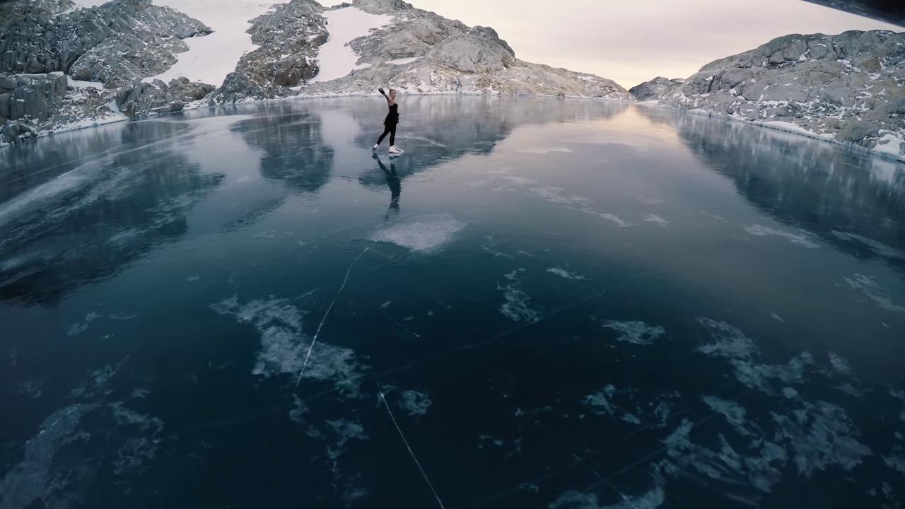 Фигурное катание на льду горного водоема