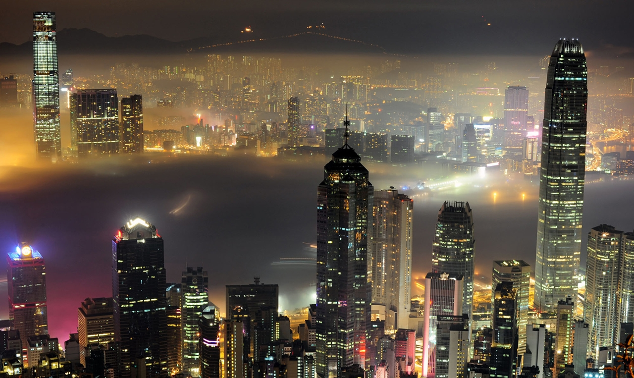 The Dizzying Cityscape of Hong Kong 01