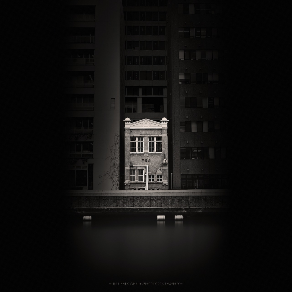 Black and white architecture from the photographer Jina Mikami 23