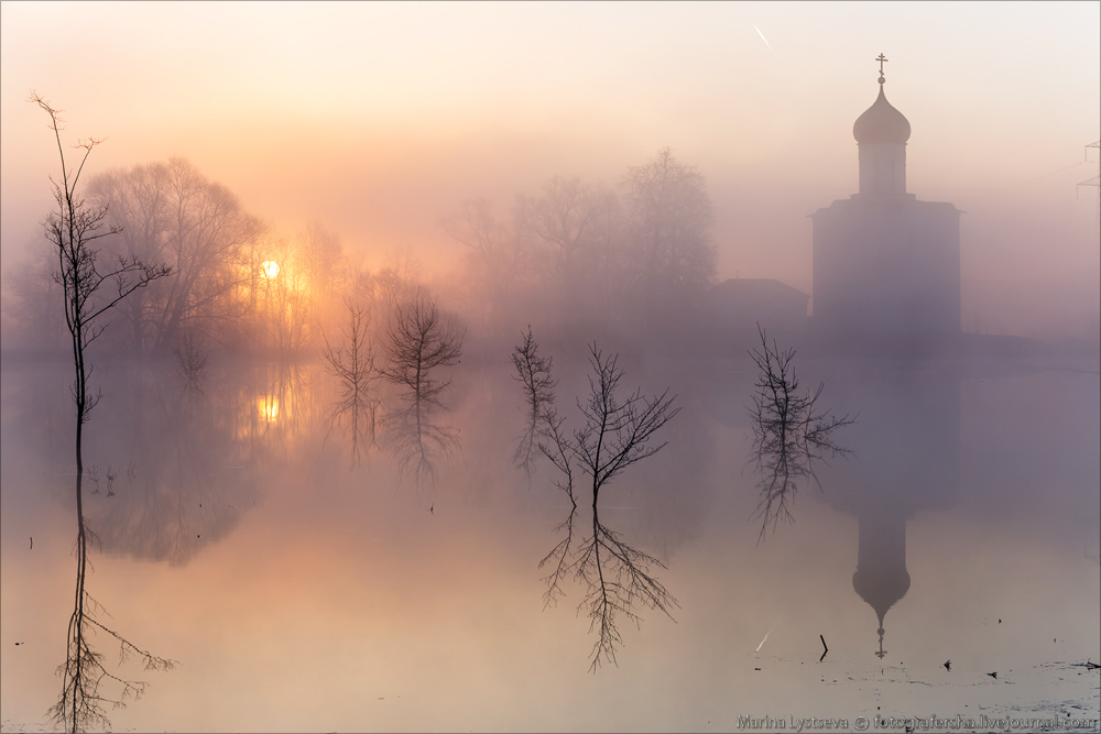 Church of the Intercession on the Nerl dawn 18