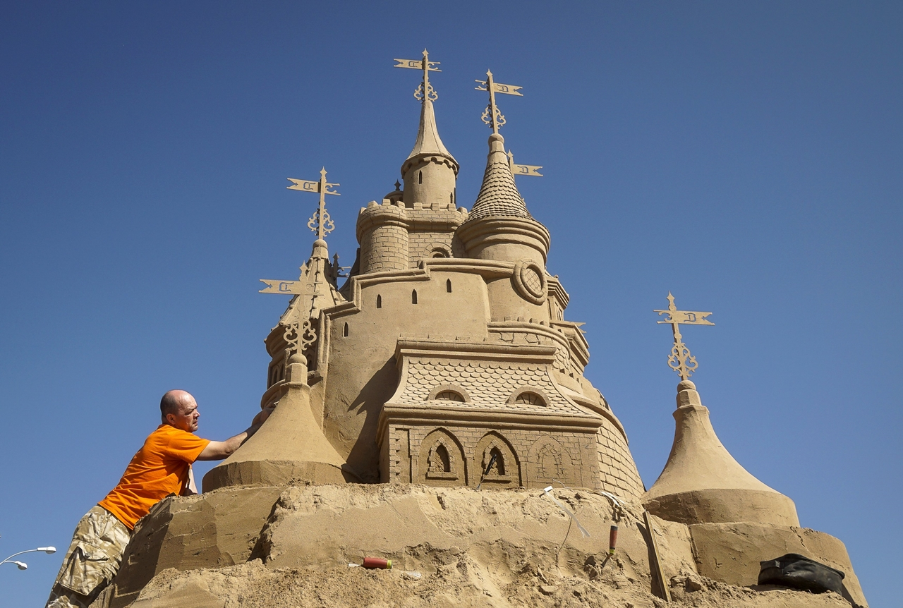 Festival of sculptures from sand in Kazakhstan 01