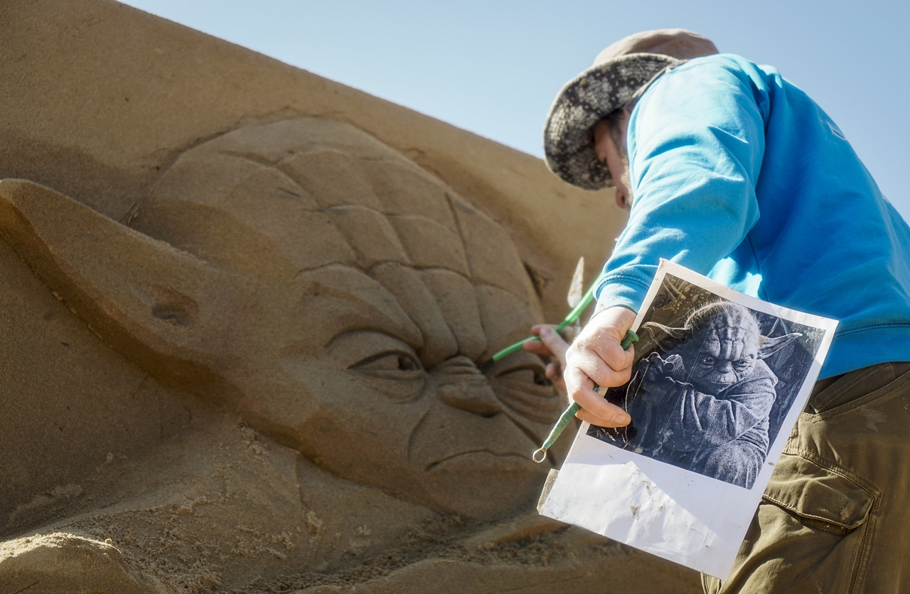 Festival of sculptures from sand in Kazakhstan 06