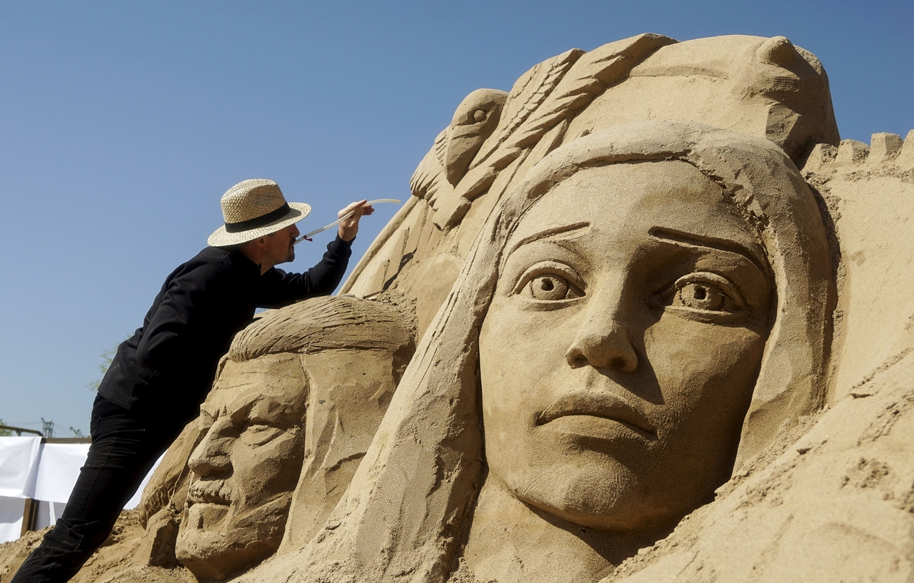 Festival of sculptures from sand in Kazakhstan 09