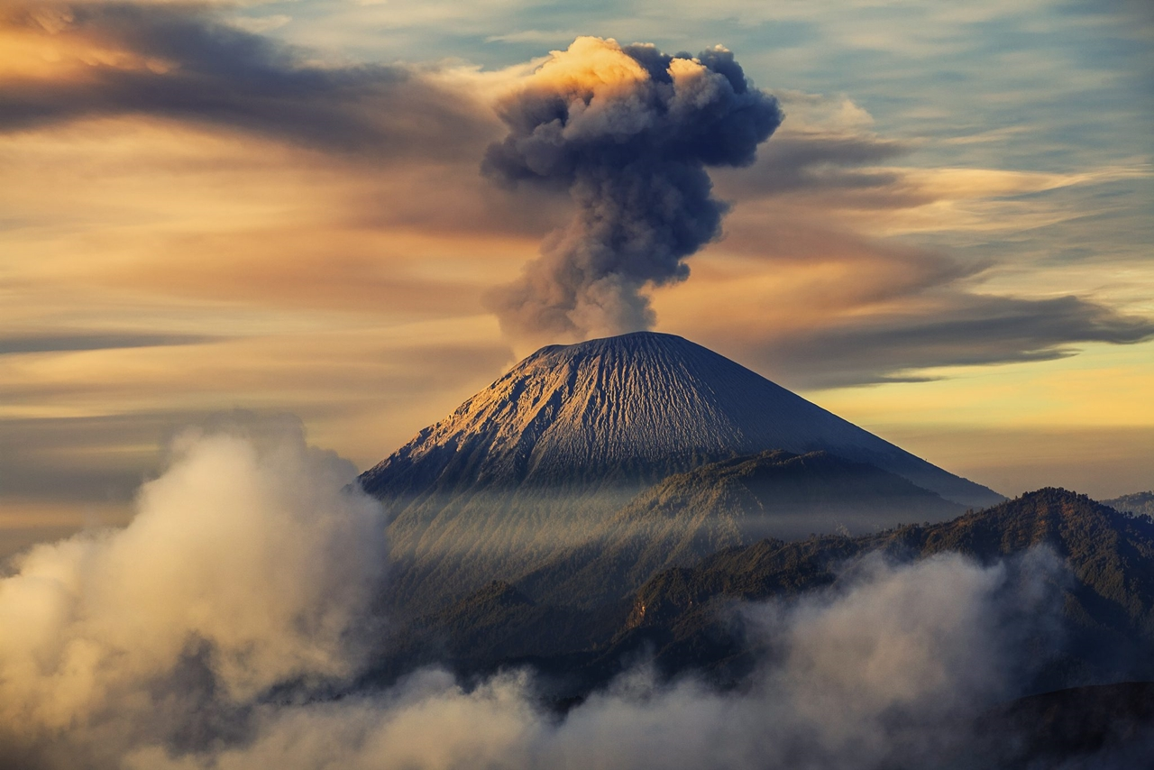 Interesting pictures of volcanoes 16