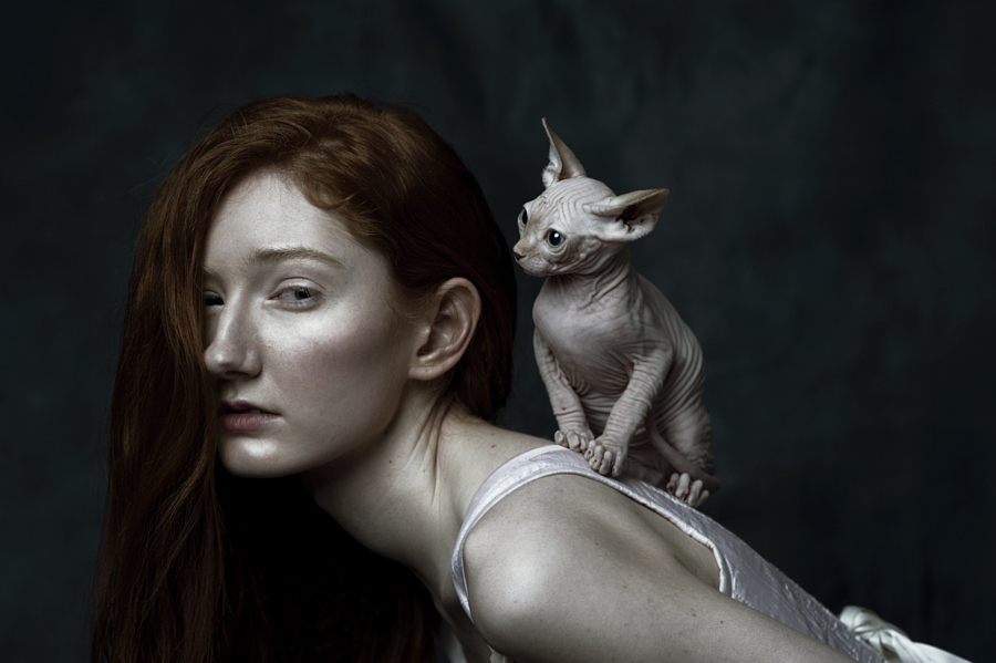 Portraits of girls with cats, like from the Renaissance 02