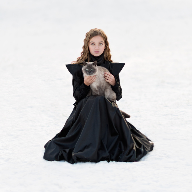 Portraits of girls with cats, like from the Renaissance 04