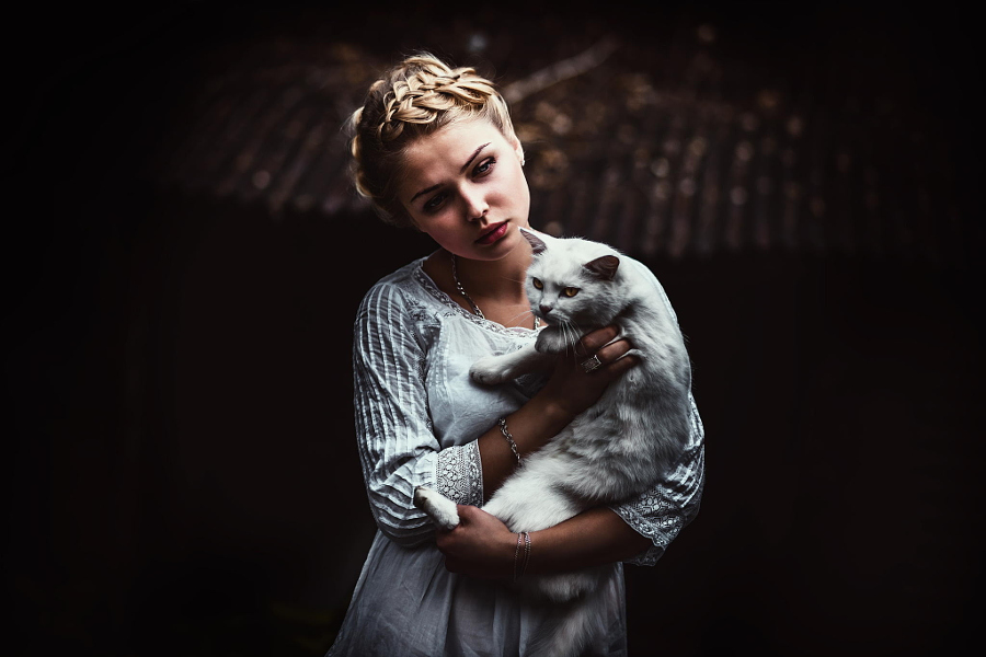 Portraits of girls with cats, like from the Renaissance 06