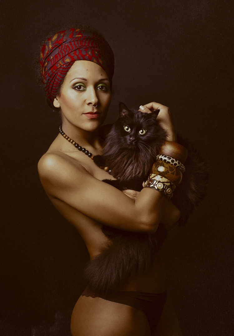 Portraits of girls with cats, like from the Renaissance 21