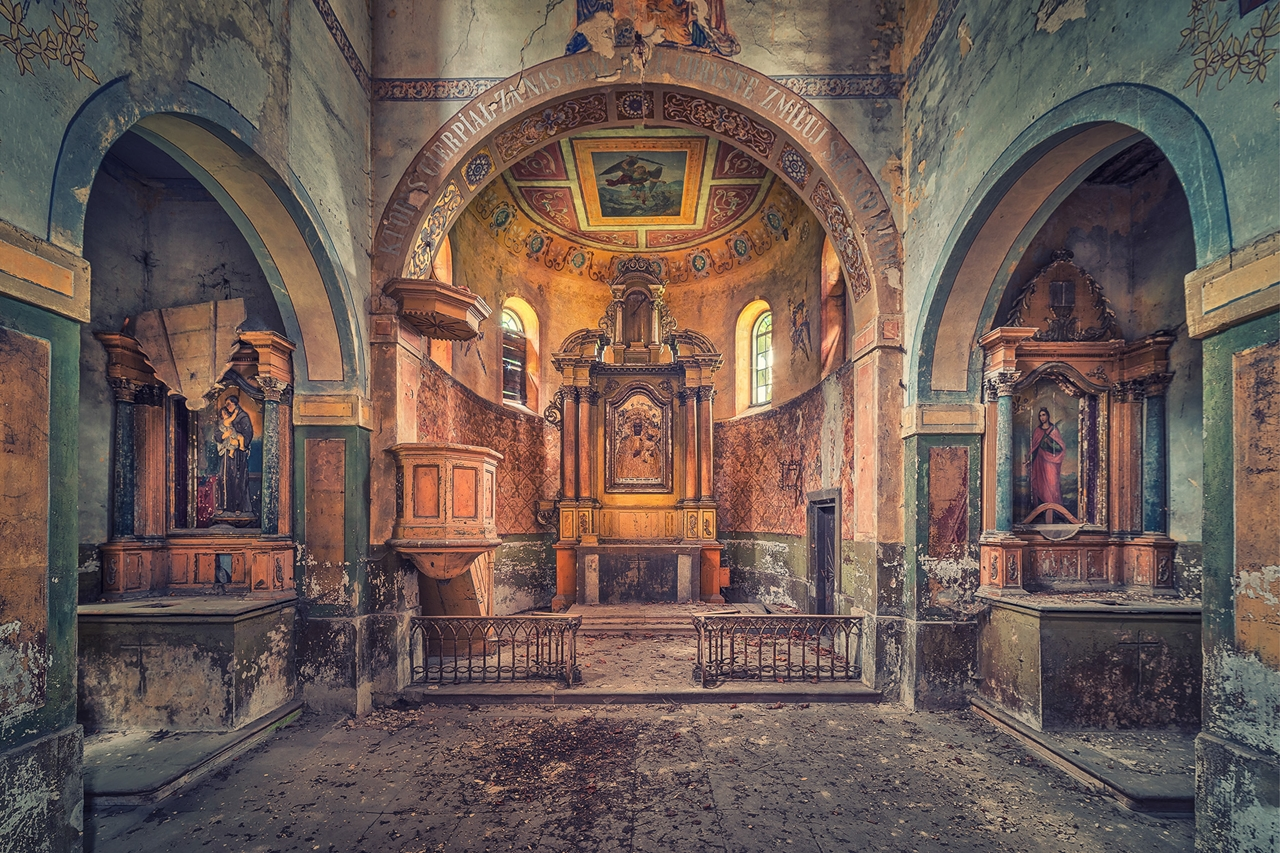 The abstract beauty of abandoned spaces in the works of Matthias Hacker 03