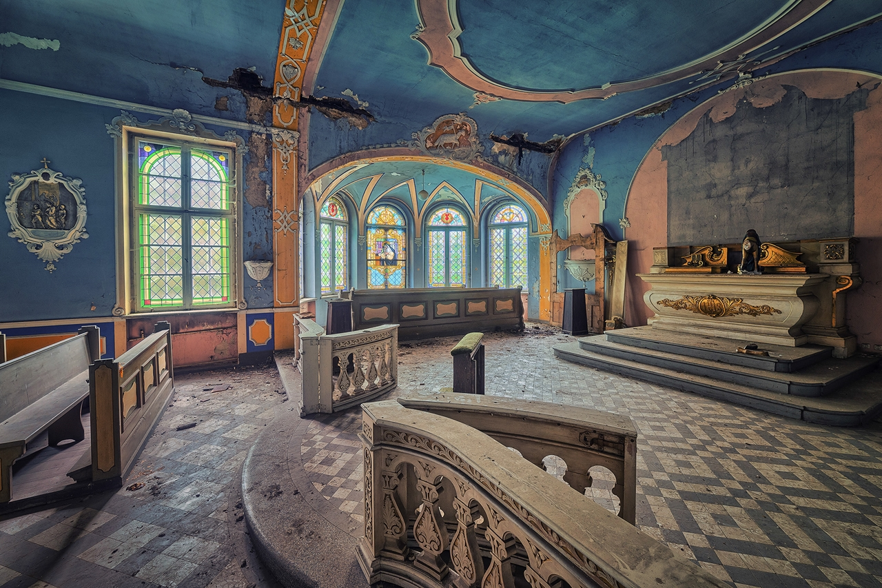 The abstract beauty of abandoned spaces in the works of Matthias Hacker 04