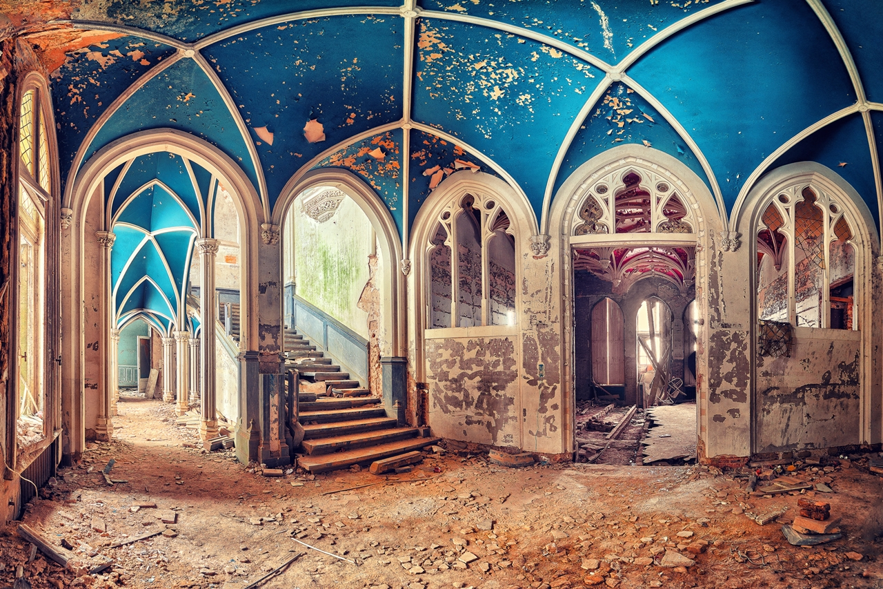 The abstract beauty of abandoned spaces in the works of Matthias Hacker 08