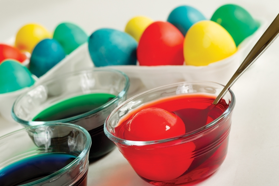 The original idea of painting eggs for Easter 02