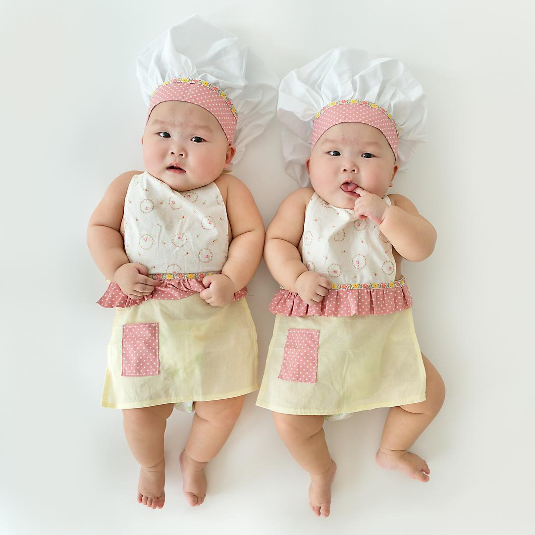 The twins in the wonderful photo shoot, which was created by the mother 15