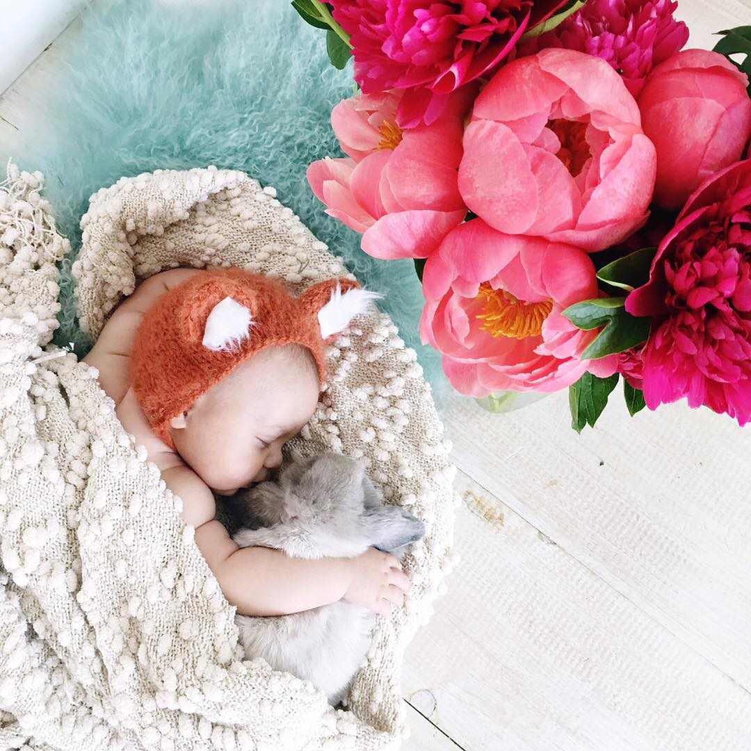 Adorable photo shoot of friendship baby with rabbits, created by the mother 13