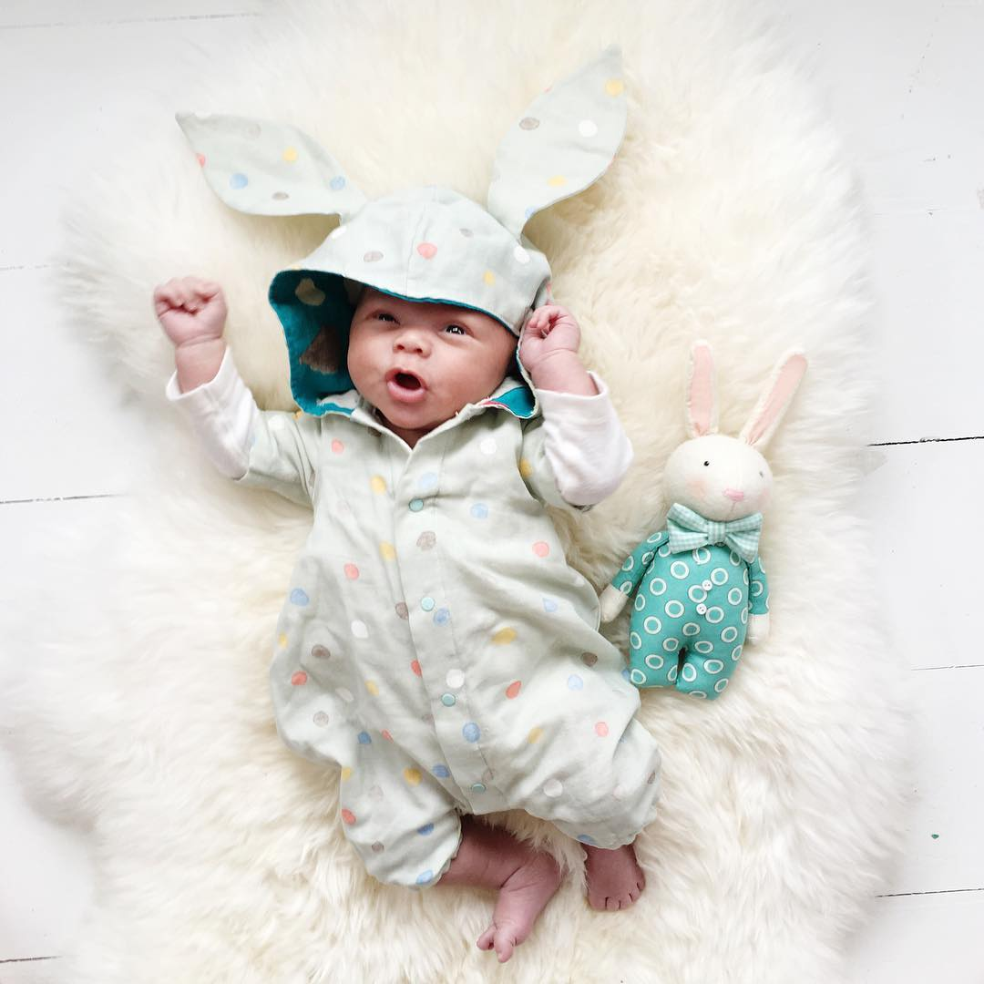 Adorable photo shoot of friendship baby with rabbits, created by the mother 14