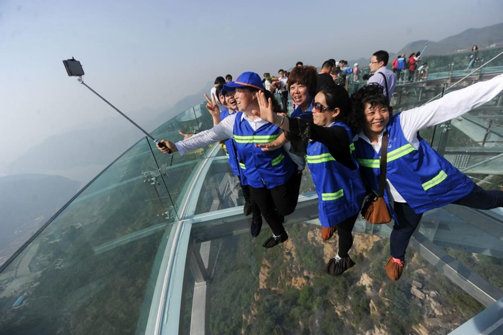 Glass observation deck at a height of 400 meters 02