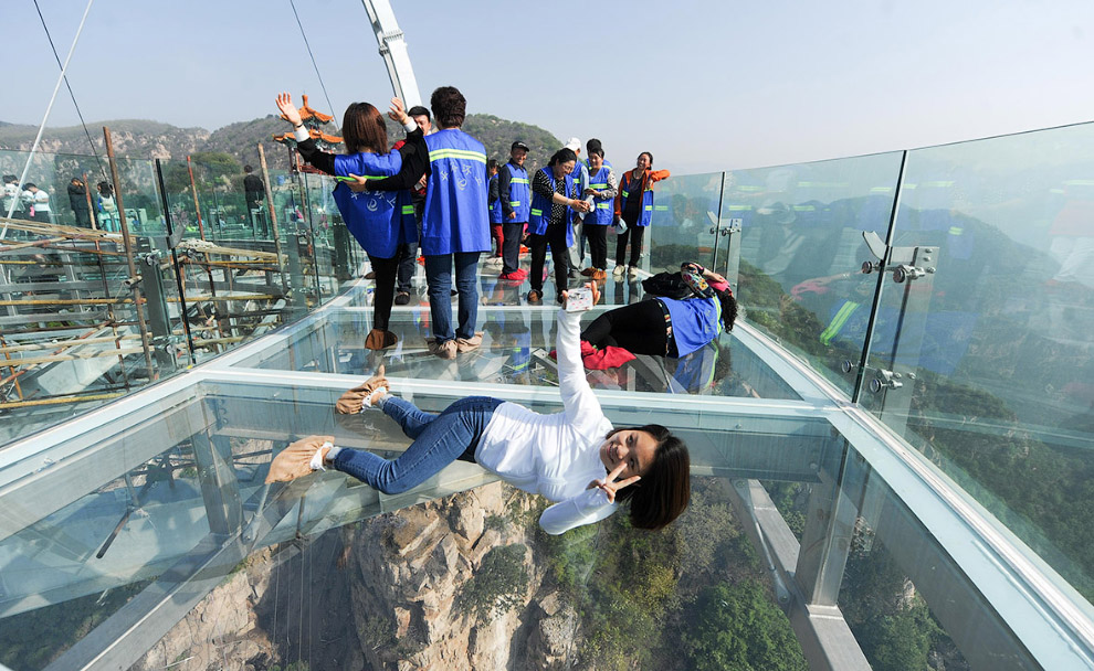 Glass observation deck at a height of 400 meters 03