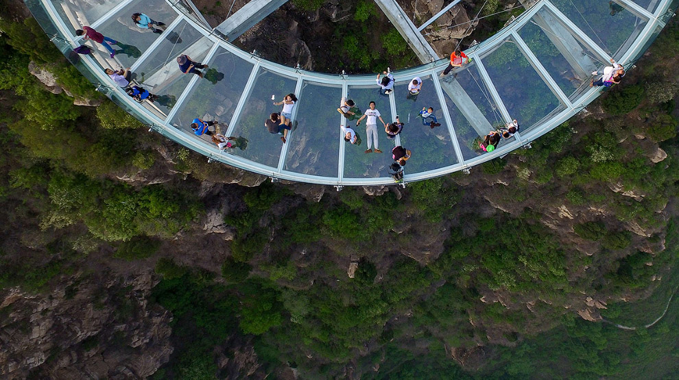 Glass observation deck at a height of 400 meters 05