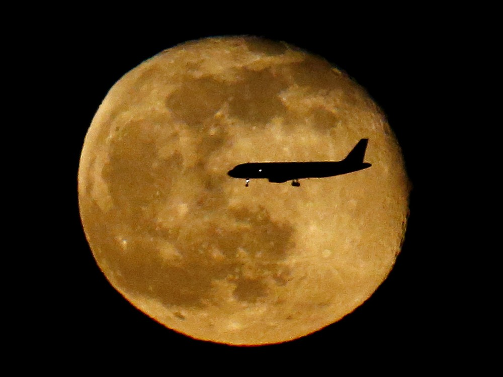 Interesting and beautiful photos with the moon 15