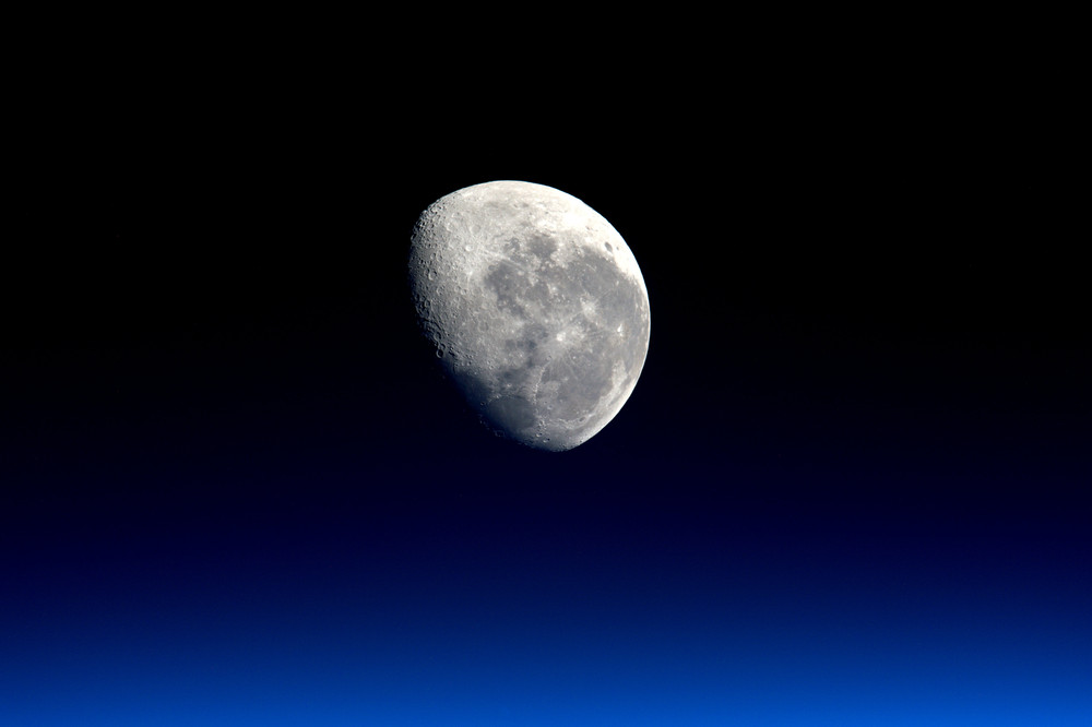 Interesting and beautiful photos with the moon 19