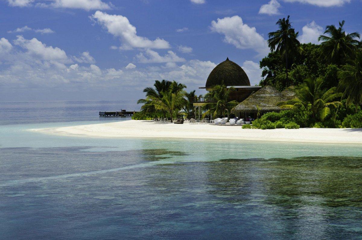 Island resort in the Maldives 04