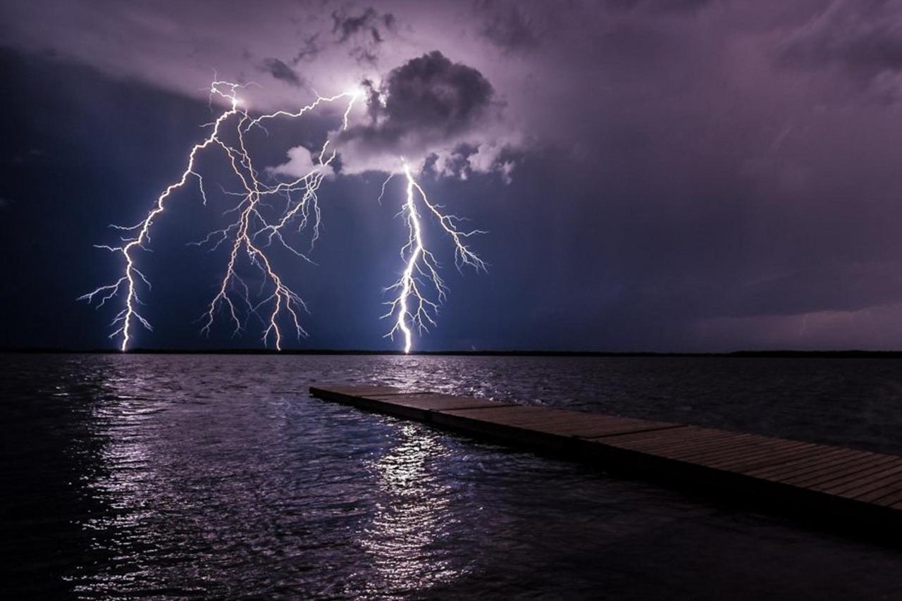 Молнии: природная энергия в объективе профессиональных фотографов
