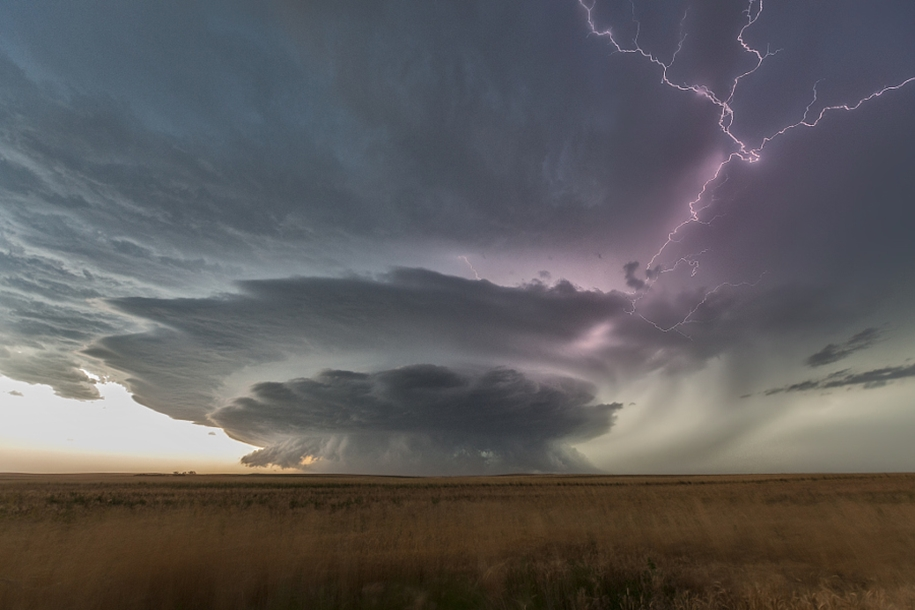 Lightning. natural energy in the lens of professional photographers 04