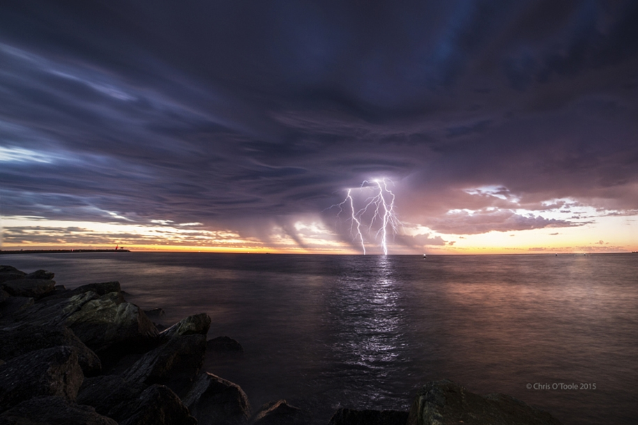 Lightning. natural energy in the lens of professional photographers 05