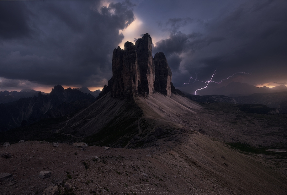Lightning. natural energy in the lens of professional photographers 07