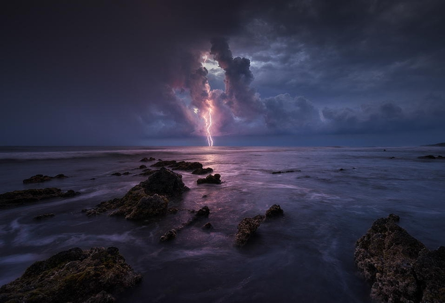 Lightning. natural energy in the lens of professional photographers 09